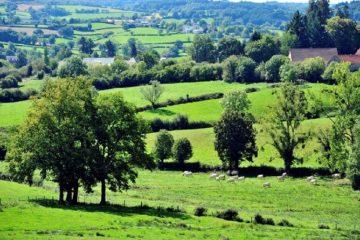 Un voyage à vélo en Normandie est idéal pour découvrir les collines du Vexin et du pays de Bray